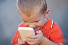孩子多大可以配智能手机?