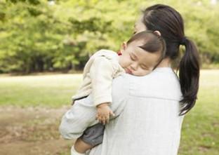 婆婆帮忙带孩子,她觉得累,要求周末放假-咚咚地产头条