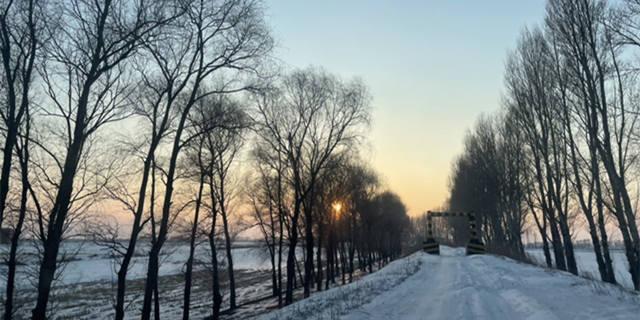 冰天雪地中的落日别有一番风韵